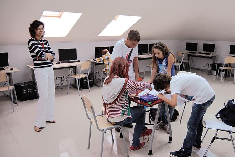 Школы в афинах работа в естонии